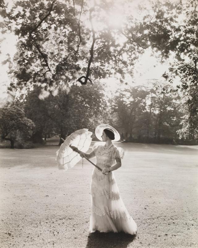 Queen Elizabeth in 1939, in Buckingham Palace Garden, with an exquisite gown