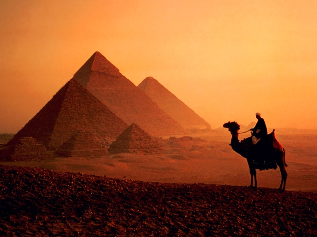 Egypt: a trip with pyramids and camels