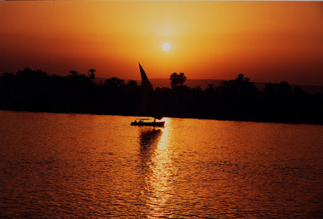 Egypt: A trip on a boat over the Nilo river