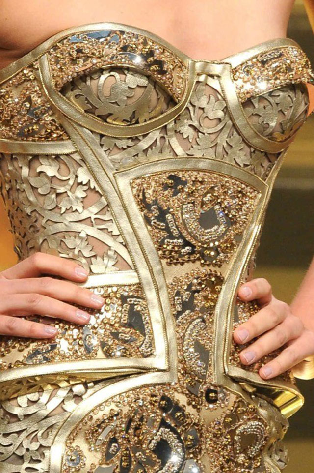Golden corselet inspiration  Mademoiselle Armoire, why is it so special? imagem12
