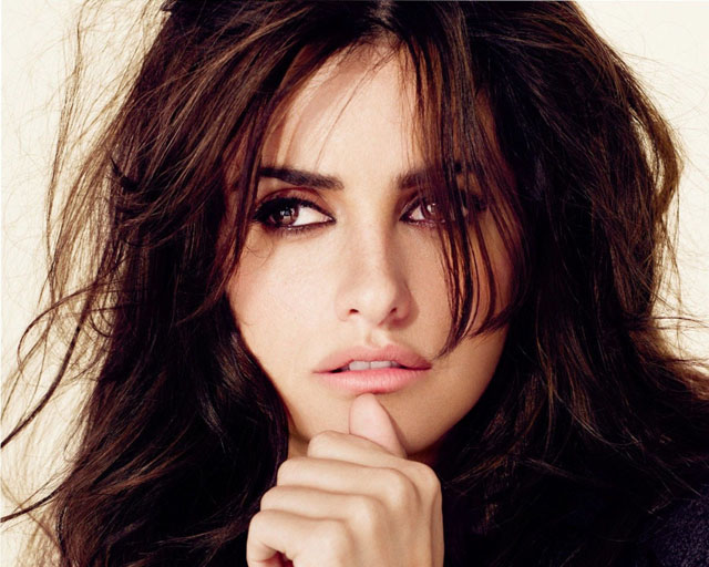 Penélope Cruz sensual and enigmatic look