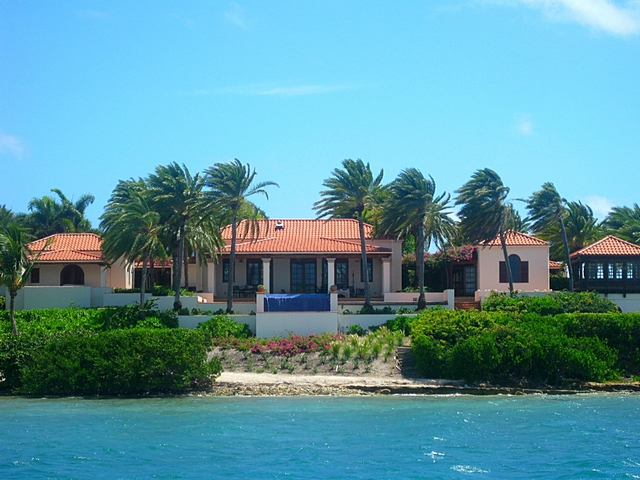 """The world's only African-American billionaire is a charismatic person admired worldwide. Her consecutive achievements during her career led her to the stage where she is today, where she has pretty much everything, including millionaire real estate properties and planes""  Oprah Winfrey - Celebrity Homes Antigua House"