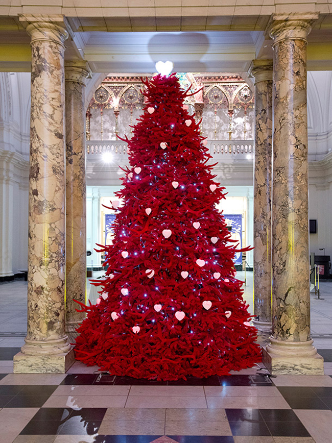 The 2013 Most Fashionable Christmas Trees Love Happens Blog