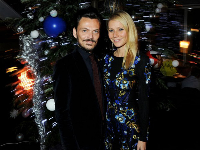 Matthew Williamson and Gwyneth Paltrow with christmas tree