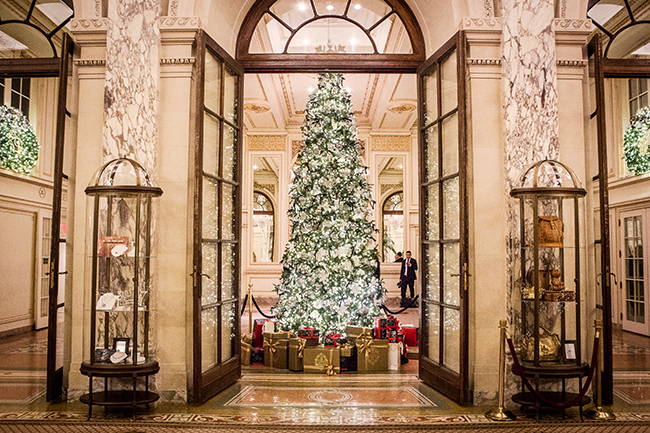 Saks Fifth Avenue Christmas-Tree at Plaza Hotel New York