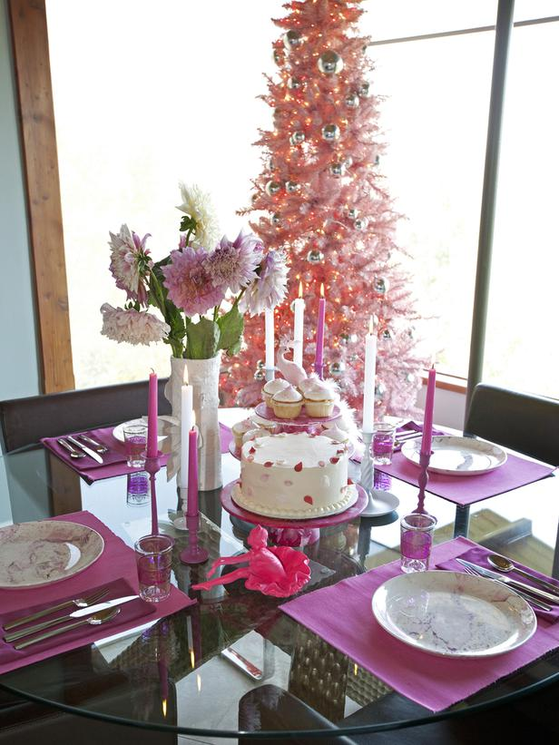 christmas table pink decoration | Celebrities Christmas Decor: Peacock Blue to Iridescent Pink