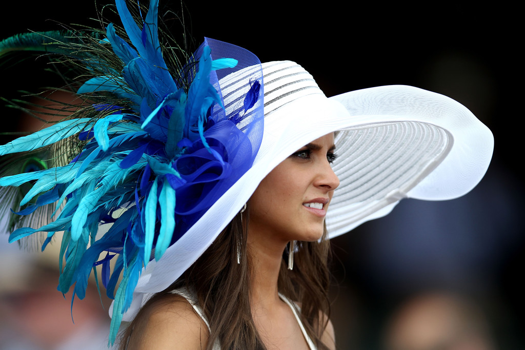 Blue feathers hat Kentucky Derby