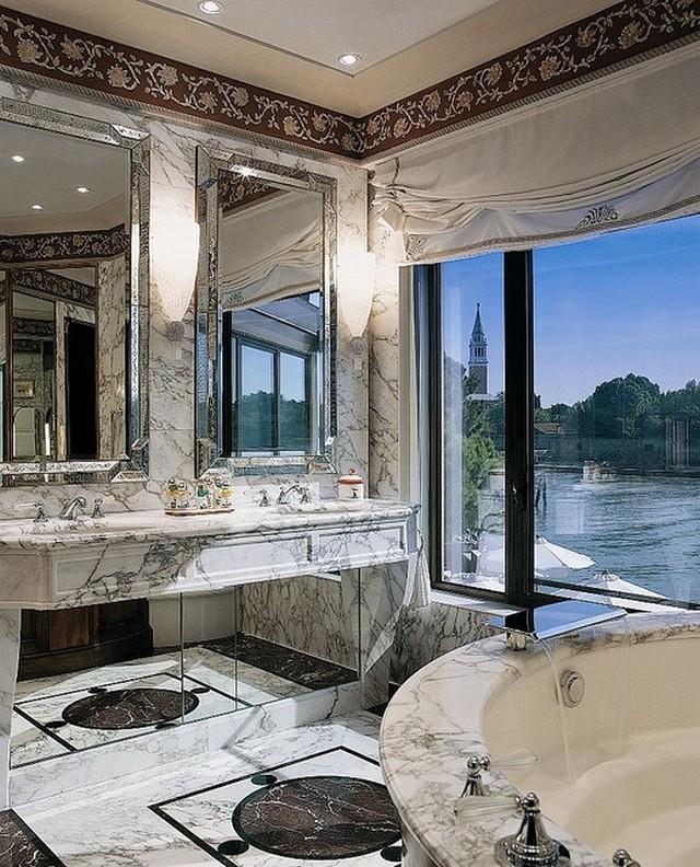 How to transform a small space with mirrors love happens blog - I bagni piu belli del mondo ...