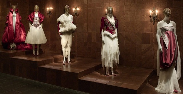 Savage Beauty Exhibition and Alexander McQueen´s best designs Savage Beauty Exhibition and Alexander McQueen´s best designs Savage Beauty Exhibition and Alexander McQueen´s best designs ALX MCQQ
