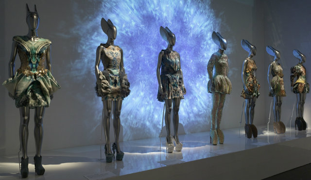Savage Beauty Exhibition and Alexander McQueen´s best designs Savage Beauty Exhibition and Alexander McQueen´s best designs Savage Beauty Exhibition and Alexander McQueen´s best designs ROmantic Naturalism