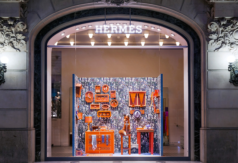 Outstanding window at the fox s den hermes store in barcelona - Magasin design barcelone ...