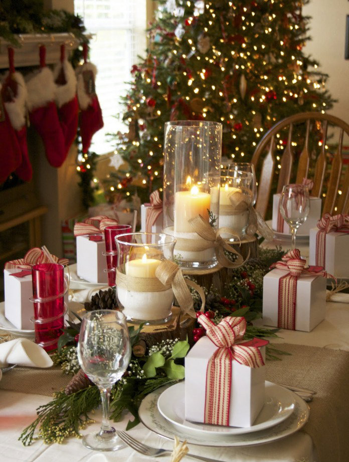 Decorating ideas for your christmas table for Ideas to decorate dining room table for christmas