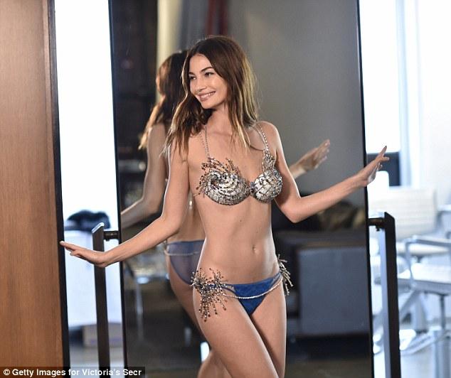 Victorias' Secret Fashion Show 2015: Lily Aldridge's Fantasy Bra