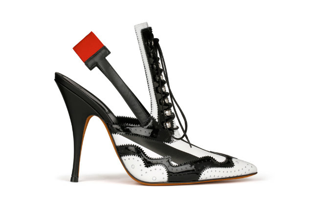 Gorgeous summer sandal from the Givenchy runways.