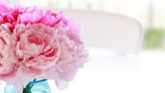 Most Stunning Flower Arrangements for Summer slider