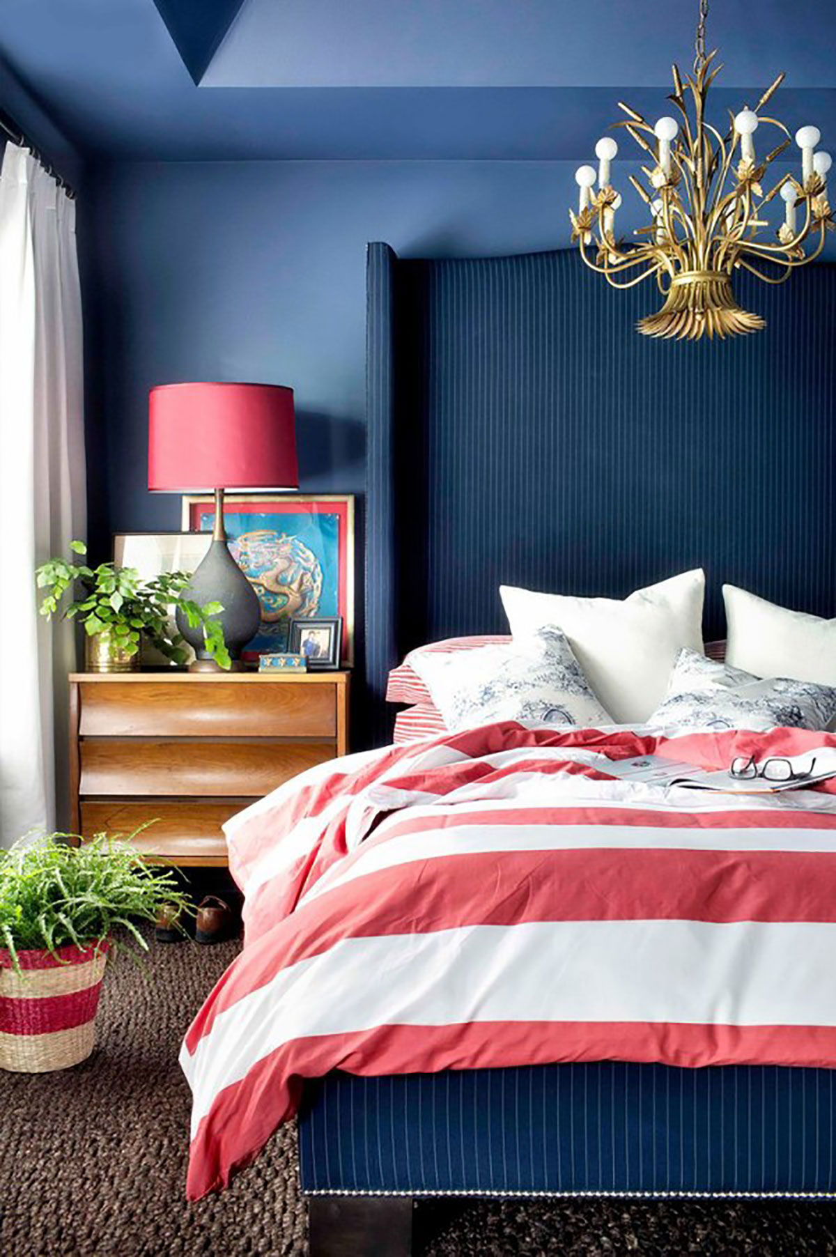 10 chic ways to decorate in red white and blue love for Bedroom ideas red and gold