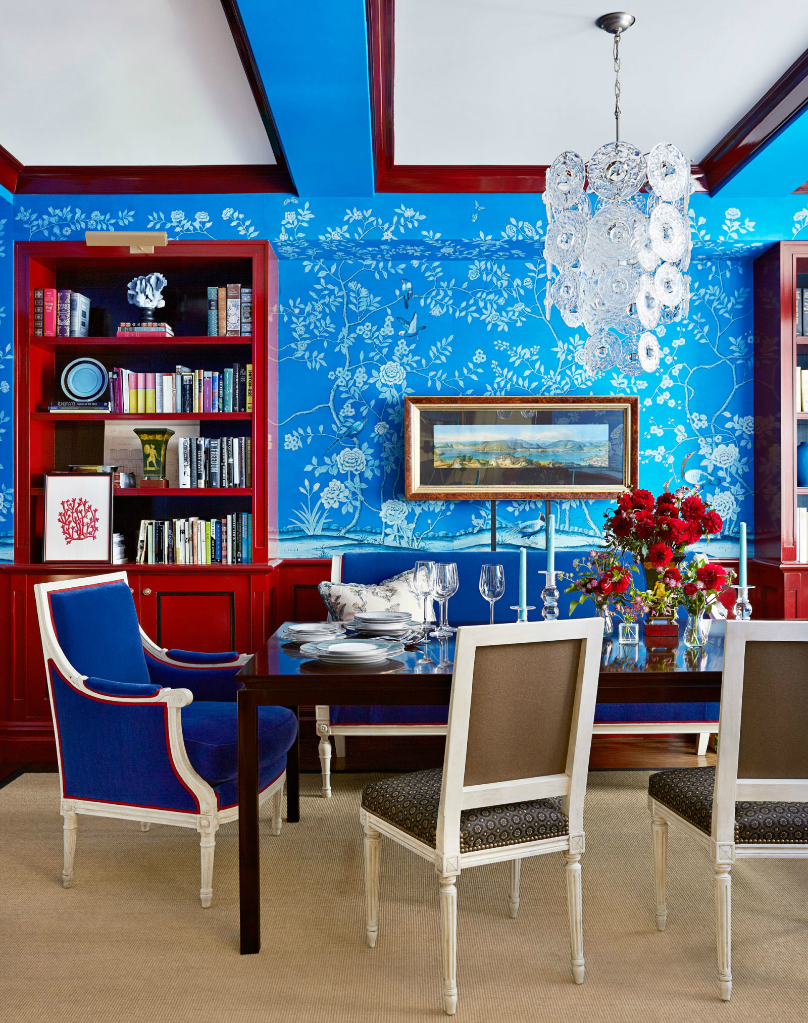 10 Chic Ways to Decorate in Red, White and Blue dining room