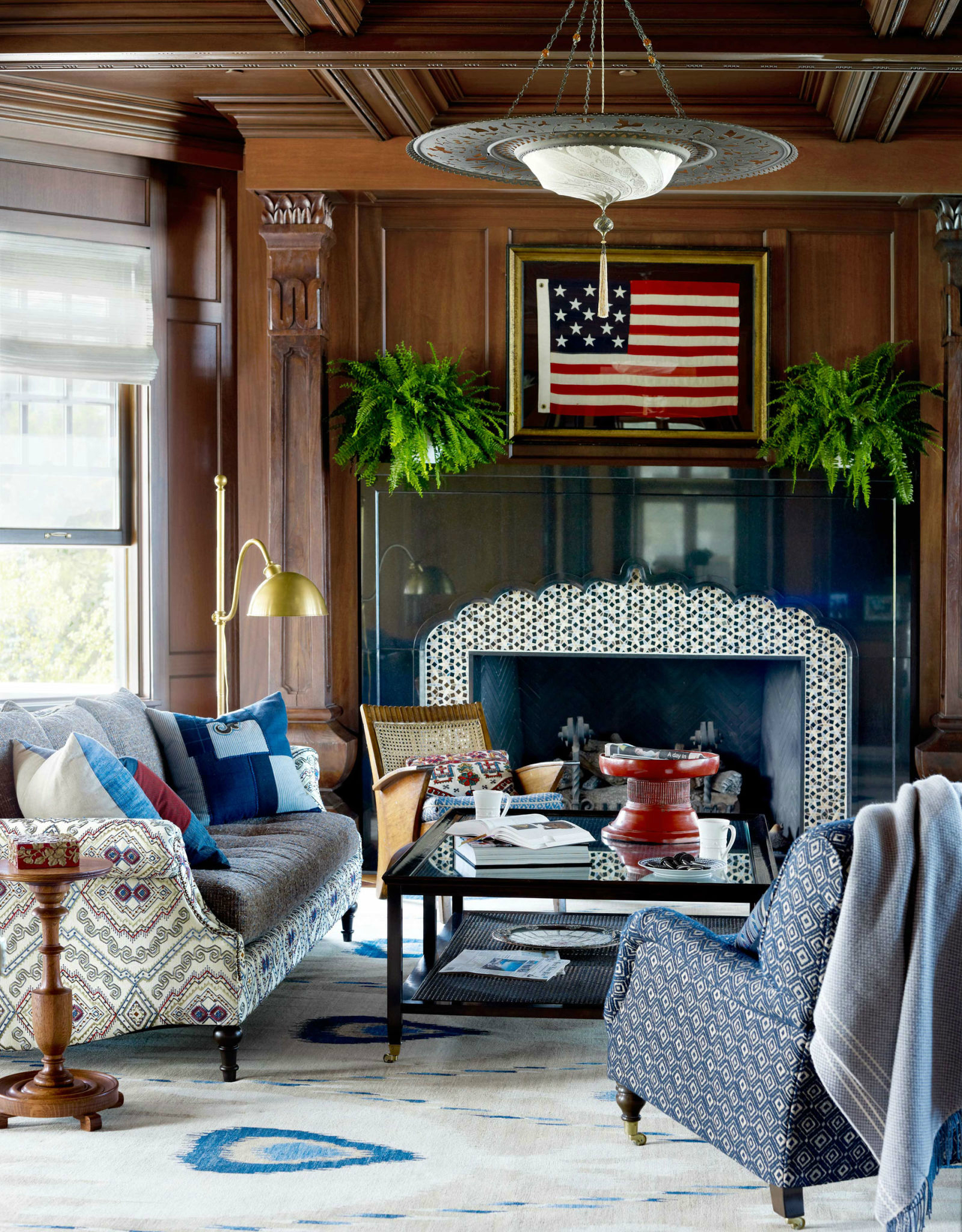 10 Chic Ways to Decorate in Red, White and Blue living room