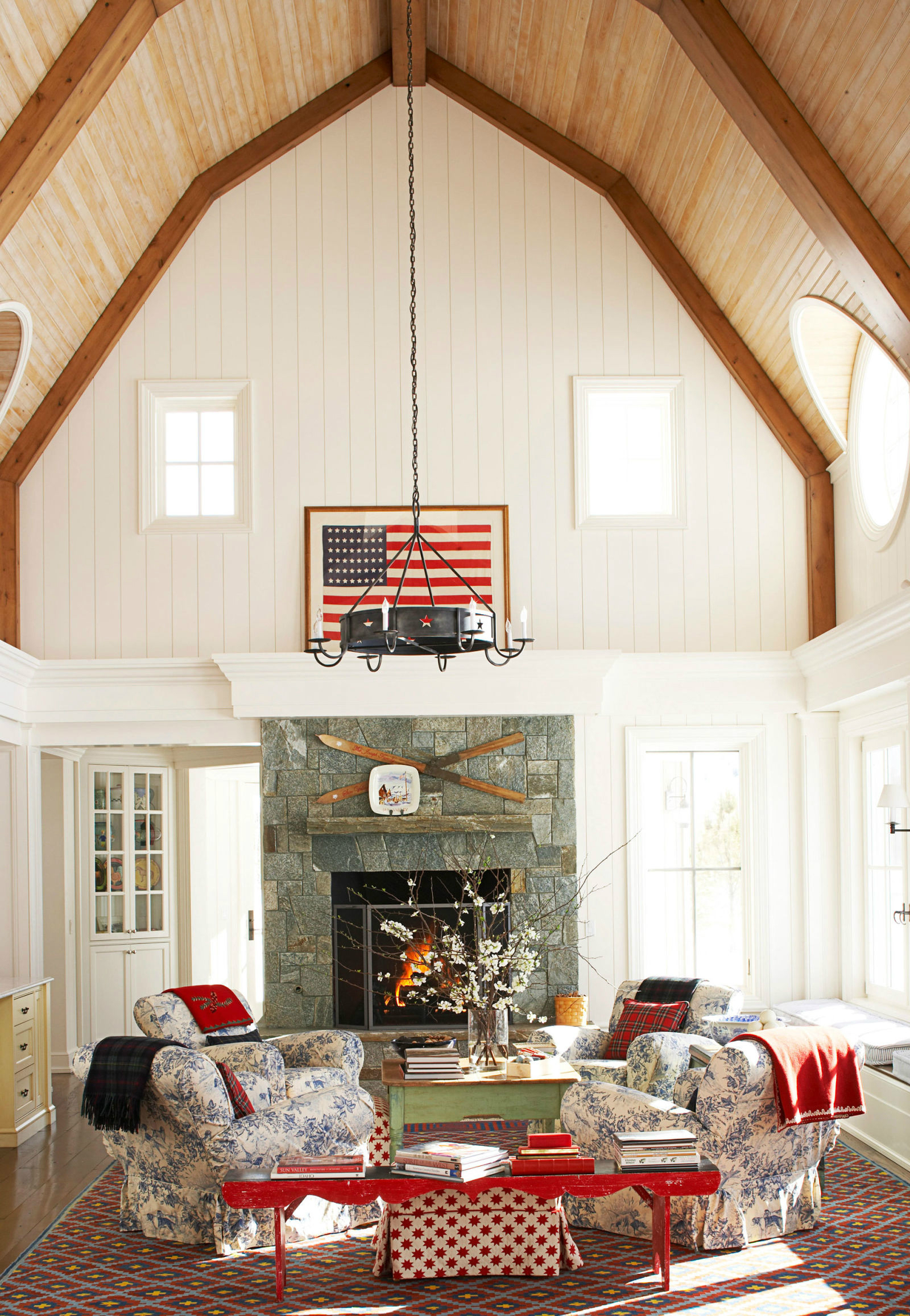 10 Chic Ways to Decorate in Red, White and Blue luxury homes