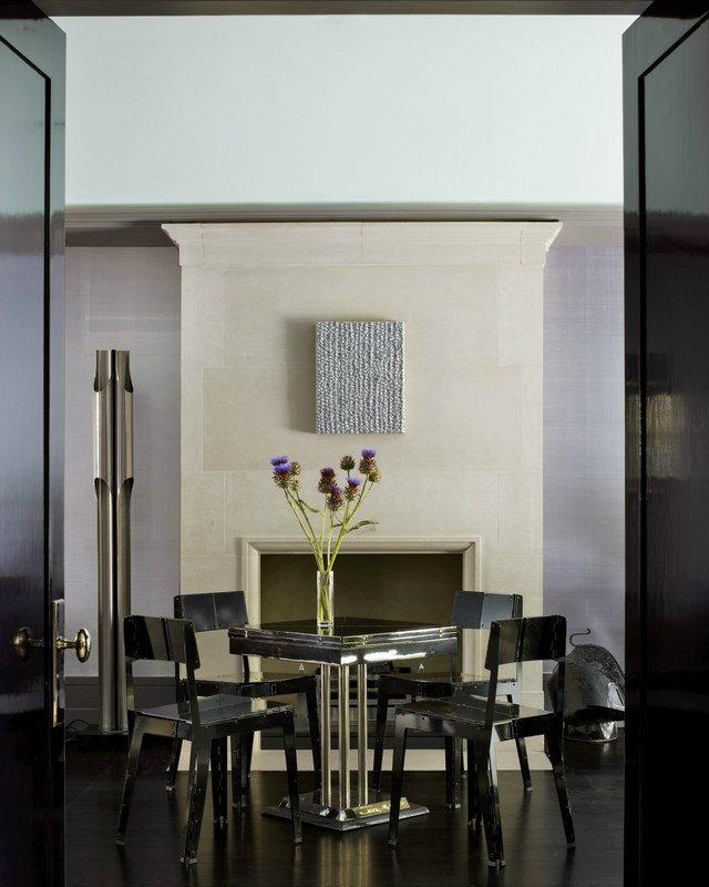 This London home designed by Rafael de Cárdenas features a Hungarian Art Deco-style games table.