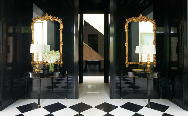 Black, gold and white is one of the most stunning color combinations, as Jan Showers shows us in this hallway project.  dark interiors 10 Deliciously Dark Interiors 10 Deliciously Dark Interiors jan