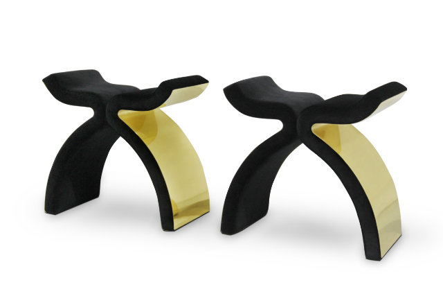 This KOKET´s black velvet stool with brass details will mesmerize you.