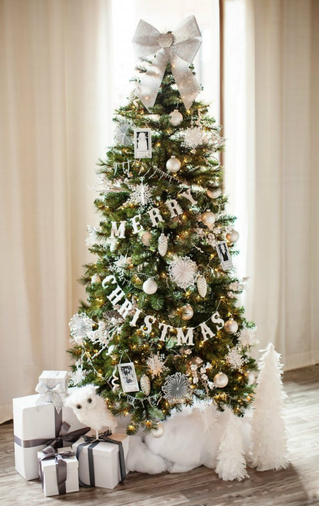 """The Tomkat Studio spreads the Christmas cheer with wooden letter garland on their """"Let it Snow"""" tree, wishing you a Merry Christmas."""