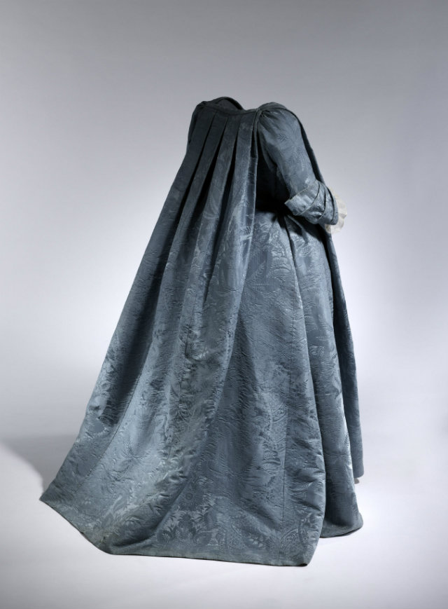 Robe Volante, French, ca. 1730 MET Masterworks: Unpacking Fashion at the MET Masterworks Unpacking Fashion at the MET 3
