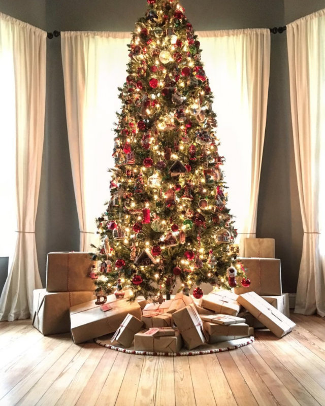 celebrity christmas trees the best homes decorated for christmas 1681