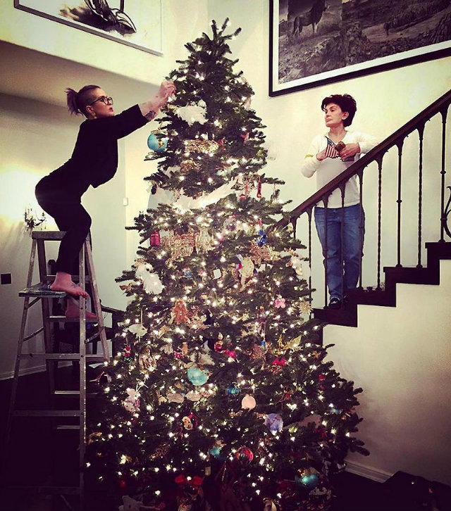 The Best Celebrity Homes Decorated For Christmas celebrity homes The Best Celebrity Homes Decorated For Christmas How Celebrities Are Decking Their Homes for the Holidays 8