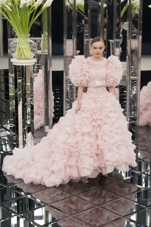 The Must-See Runway Looks from Couture Week 2017 paris couture week The Must-See Runway Looks from Paris Couture Week 2017 The Must See Runway Looks from Couture Week 2017 13