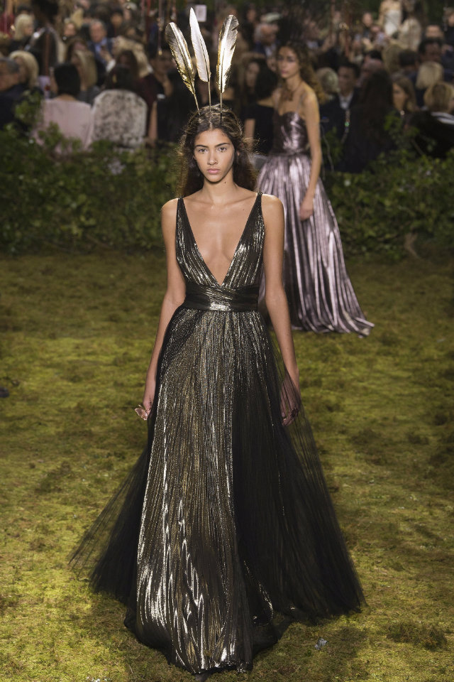 The Must-See Runway Looks from Couture Week 2017 paris couture week The Must-See Runway Looks from Paris Couture Week 2017 The Must See Runway Looks from Couture Week 2017 8