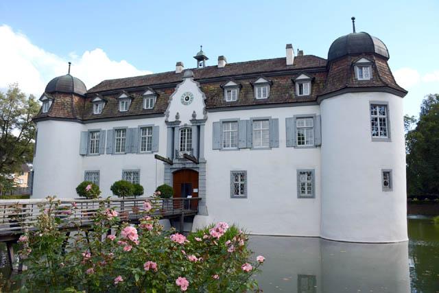 Top restaurants in basel - Schloss Bottmingen  art basel switzerland Planning the Perfect Trip to Art Basel Switzerland schloss bottmingen aussen fruehling 2 lg