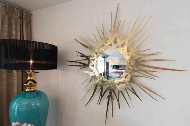 Elke Altenberger Interior Design - Apartment 1040 Vienna - Sunburst Mirror - Guilt Mirror by KOKET - Eclectic interior design - Glamorous Apartment - Luxury Furniture luxury furniture Luxury Furniture Creates Glamour in a Vienna Apartment Apartment Belvedere 01