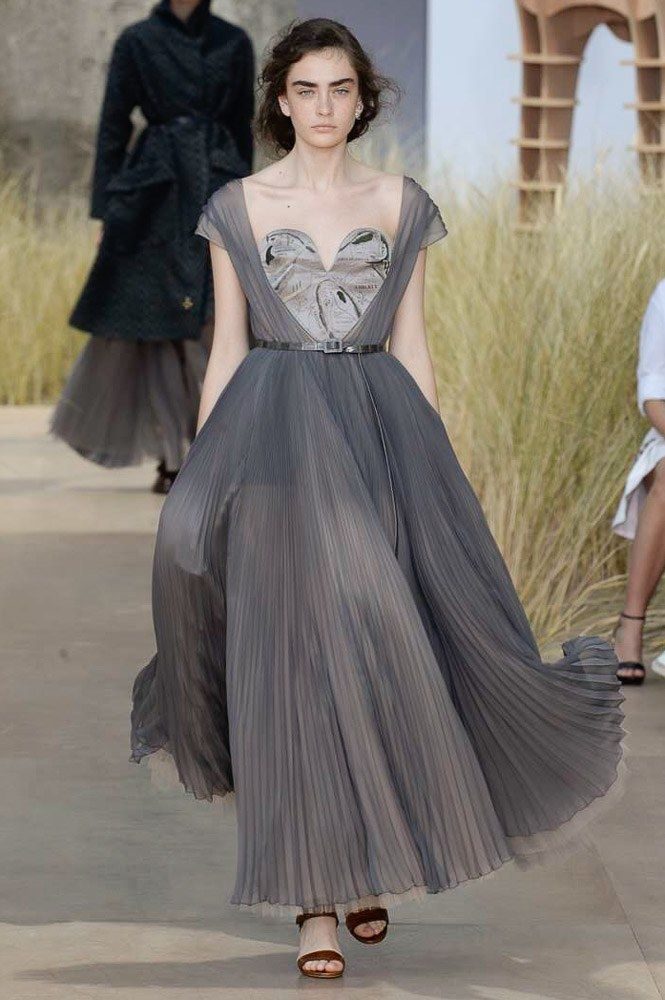 Christian Dior Fall 2017, fashion trends fall 2017 haute couture paris fashion week 2017 Top Fashions from the Haute Couture Paris Fashion Week 2017 Christian Dior Fall 2017 Couture Fashion Show2