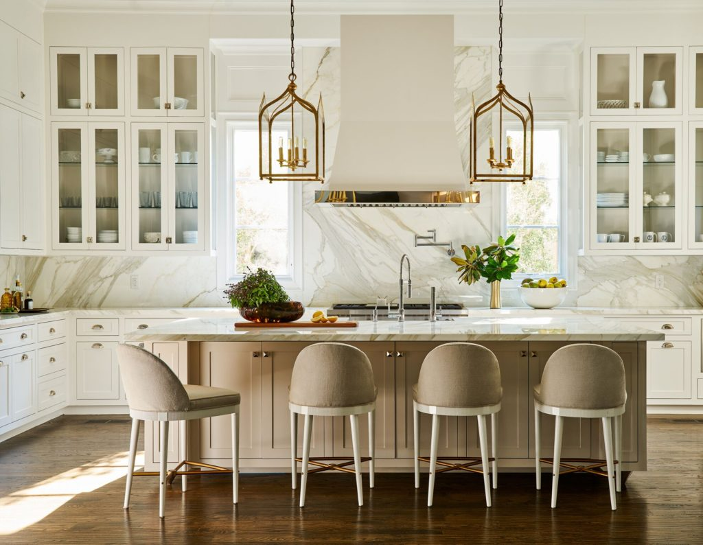 Villanova Project by Denise McGaha Interiors - Luxe Magazine 2017 - Top Interior Designers - Texase - Glamorous kitchens - unique kitchen stools - upholstered stools