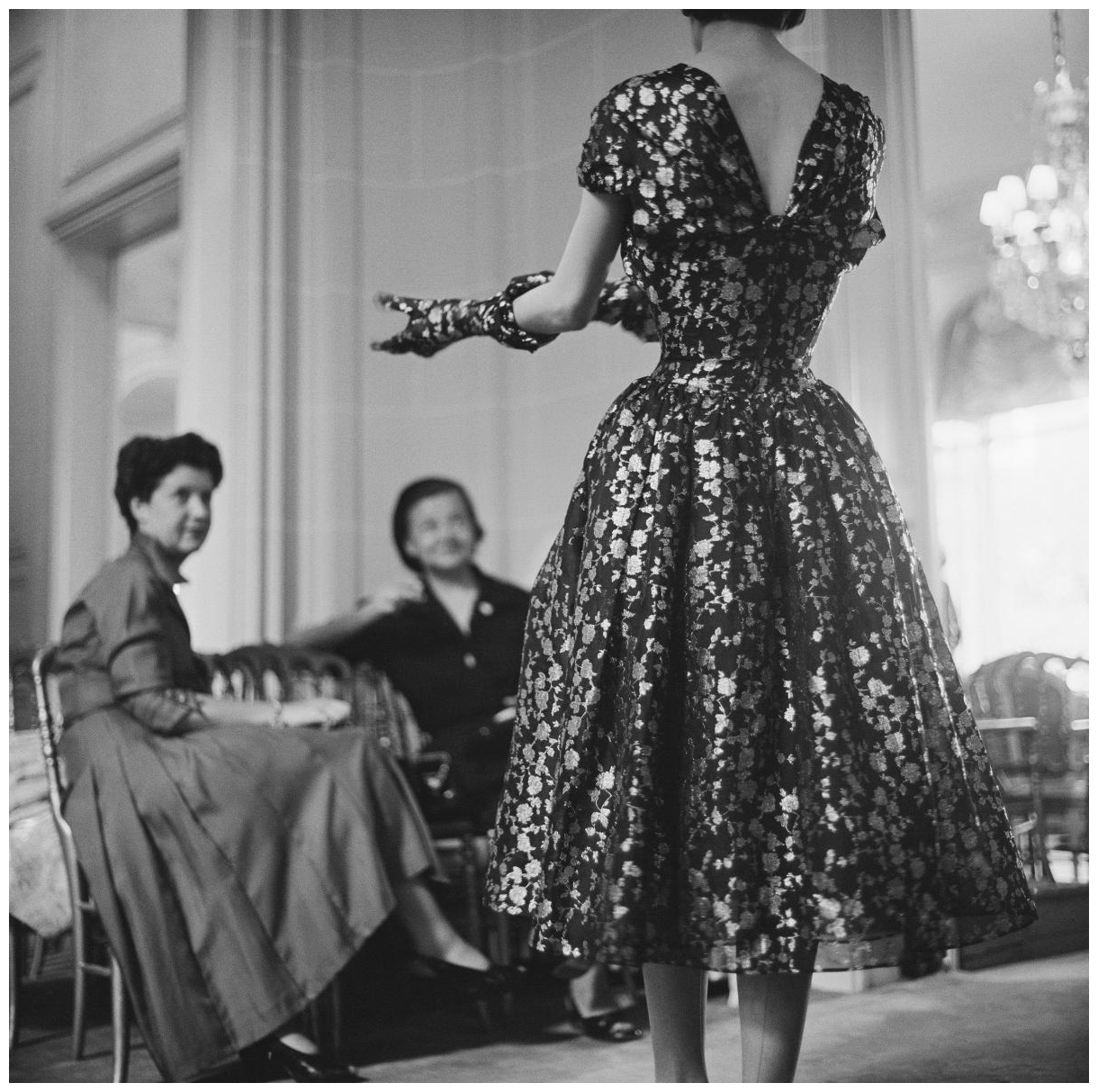 Mark Shaw - Haute Couture Fashion Photography Exhibition, Galrie MR14 - dior-glamour-autumn-winter-1953-haute-couture-collection-vivante-line-photo-mark-shaw - vintage fashion