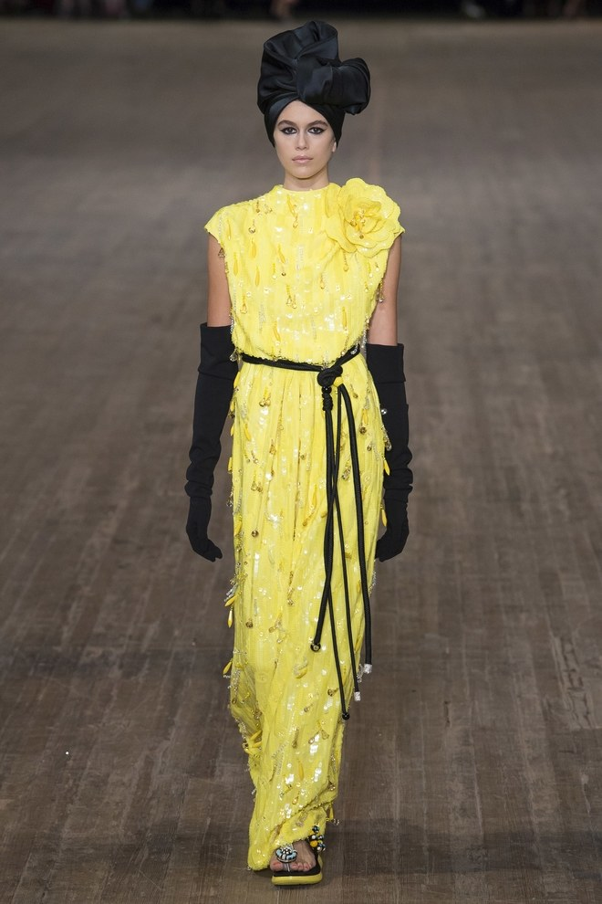 New York Fashion Week 2017 - Marc Jacobs Spring 2018 - SS18 NYFW - Kaia Gerber - yellow beaded dress