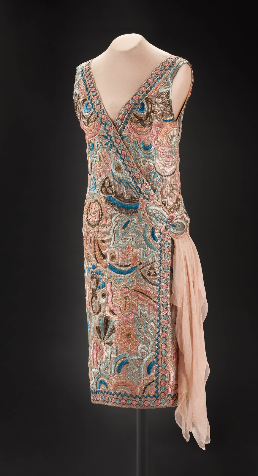 Glamour, Speed & Style Exhibit - Jenny of Paris, Emilie Grigsby evening dress, about 1926. Textile. Peabody Essex Museum, Gift of Mrs. Sanford S. Clark, 1971, 132655. © Peabody Essex Museum. Photo by Walter Silver.