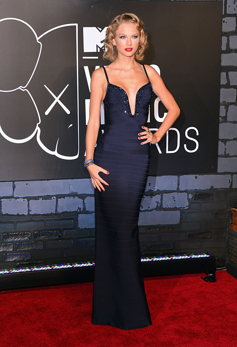 iconic images of Herve Leger - VMAs 2013 Taylor Swift in Herve Leger bandage dress