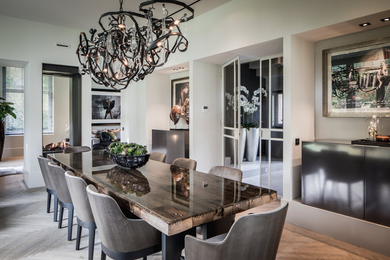 Top Interior Designers - Eric Kuster - Metropolitan Luxury - luxury dining rooms - glamorous dining rooms - dining room tables - dining room lighting - dining chairs - chandelier dining room - contemporary chandeliers