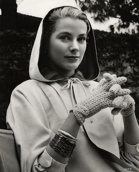 Fashion Inspiration - Grace Kelly - fashion icons - 60s fashion - winter outfits - grace kelly gloves - princess of monaco - grace kelly hood