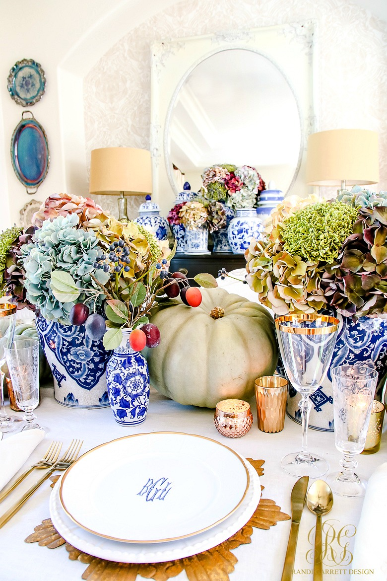 luxurious thanksgiving tablescapes decor interior design thanksgiving decor fall autumn luxury gold blue rich pumpkins table settings gold accents glasses holidays winter 2018 thanksgiving meal us holiday