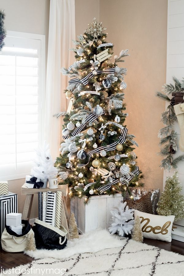 Just Destiny Mag - Elegant christmas tree decorating ideas - christmas tree with stripped ribbons