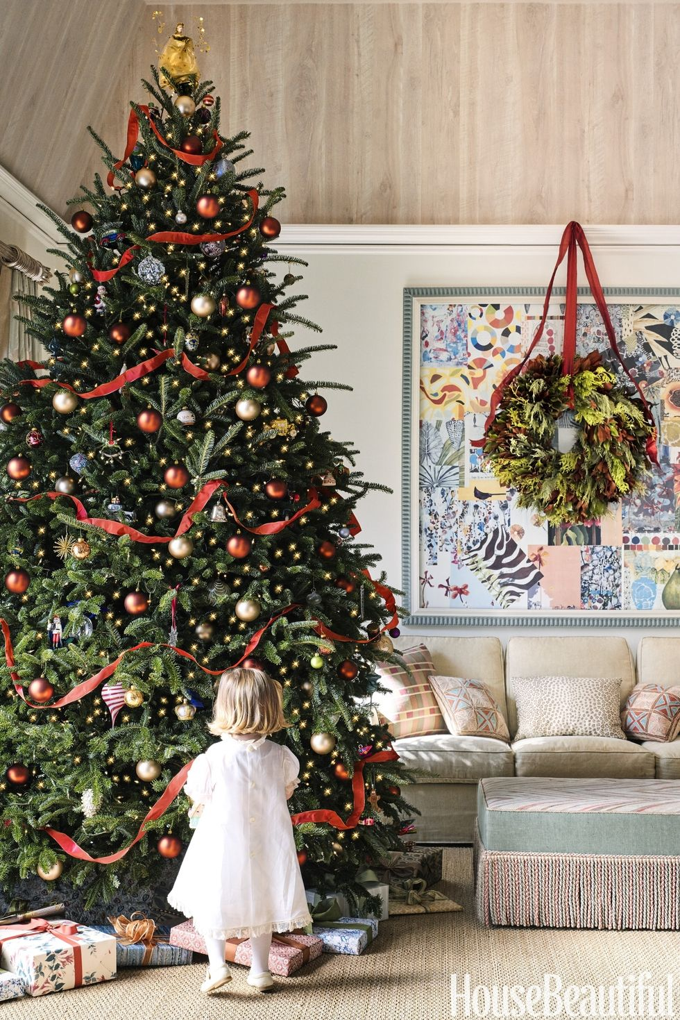 Christmas Tree Decorations Ideas - House Beautiful - Annie Schlechter - Catherine Olasky Tree - elegant christmas trees - Christmas trees with red ribbons