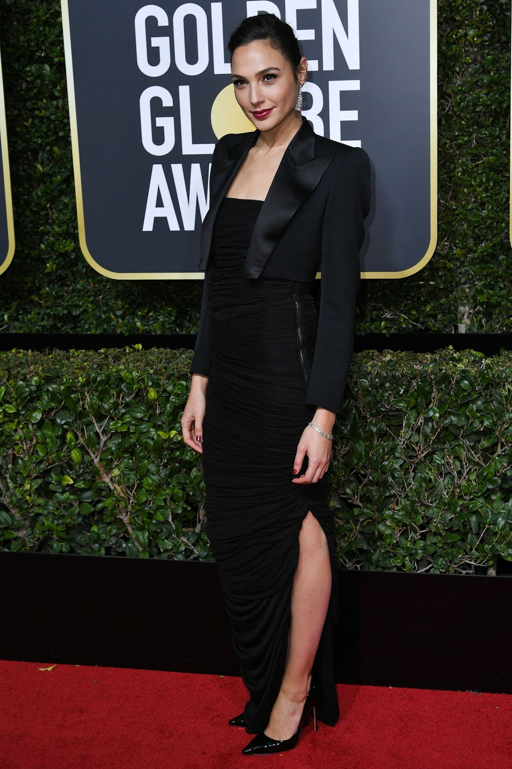 Golden Globes 2018 Red Carpet - Gal Gadot in Tom Ford and Tiffany & Co. jewelry - Photo credit Rex/Shutterstock - women empowerment - black dresses golden globes 2018 - times up