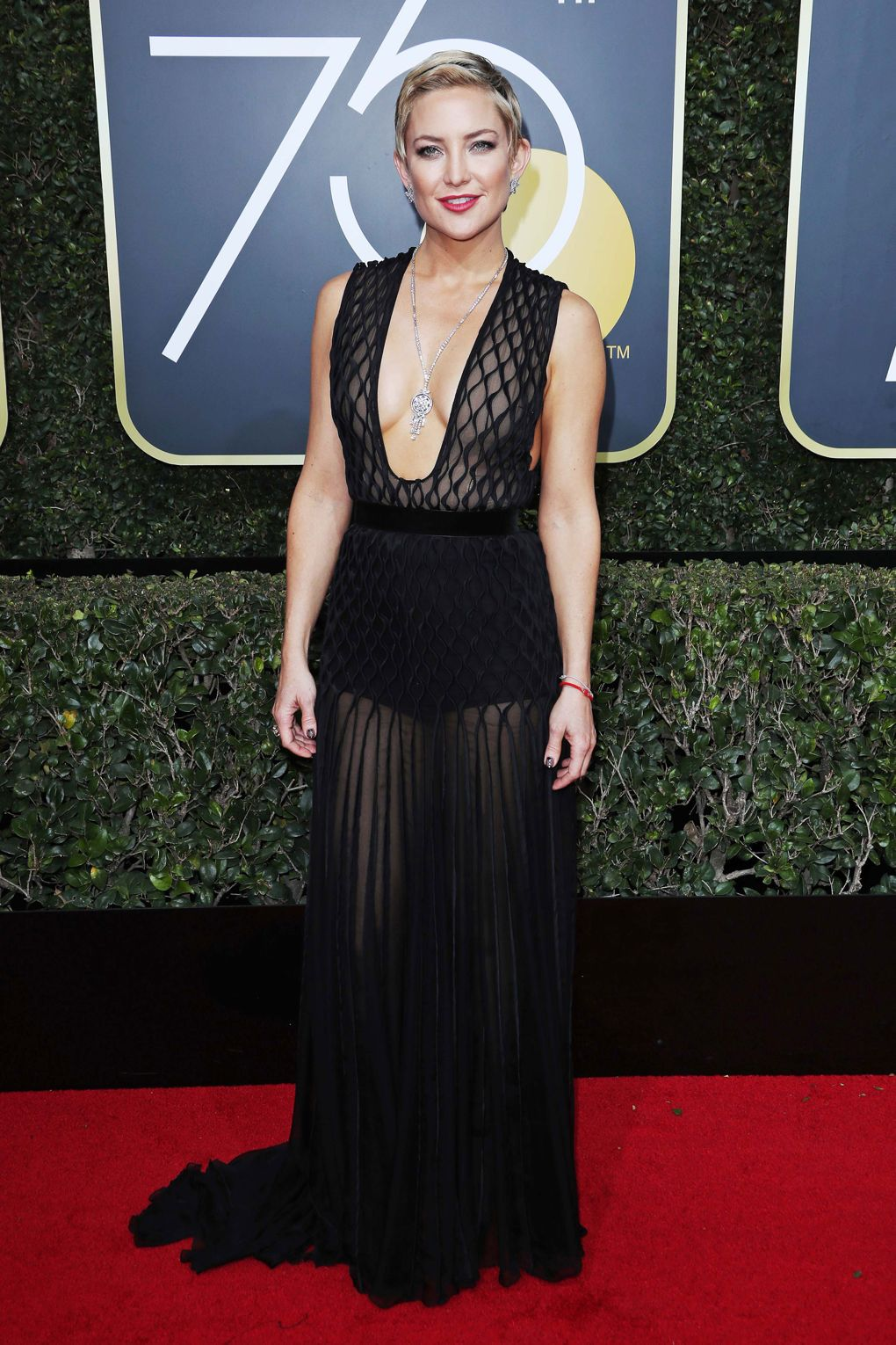Golden Globes 2018 Red Carpet - Kate Hudson in Valentino with Harry Winston jewelry - Photo credit Rex/Shutterstock - women empowerment - black dresses golden globes 2018 - times up
