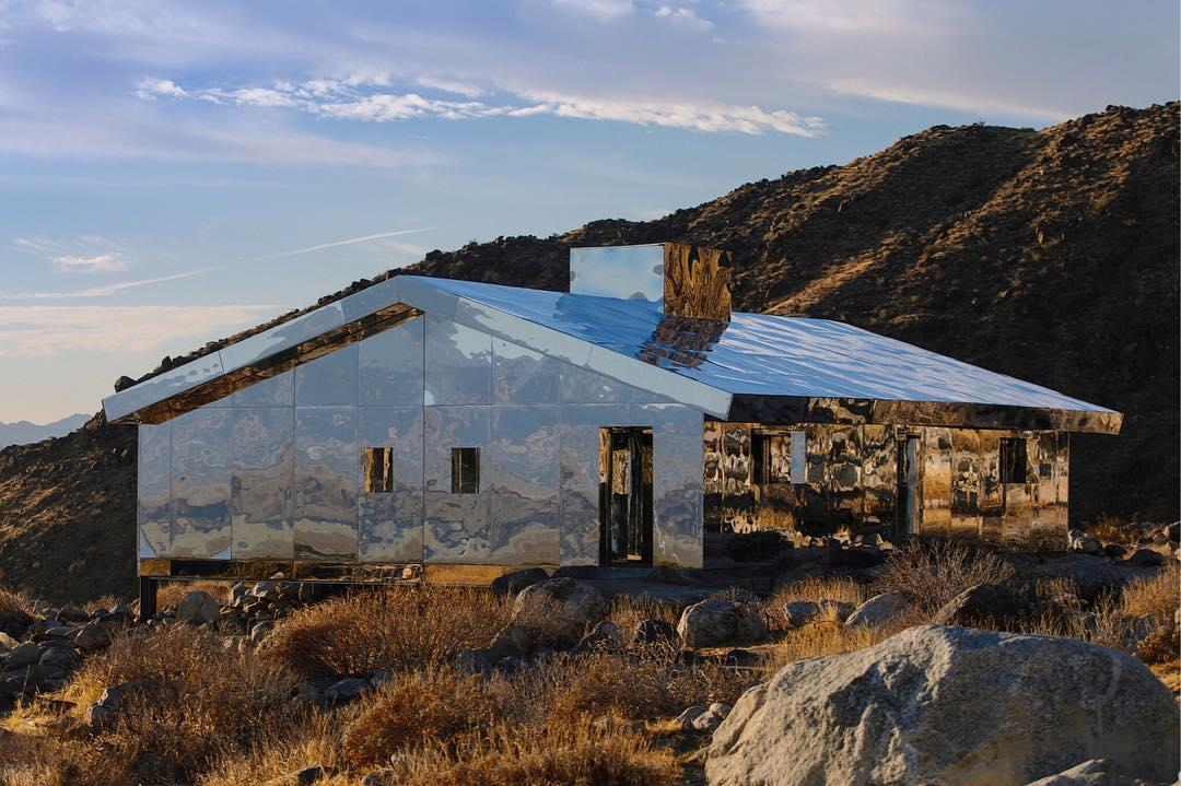 Nomad St. Moritz 2018 - Galerie Eva Presenhuber Gallery -Doug Aitken's Mirage house - site-specific design - mirrored house - modern design