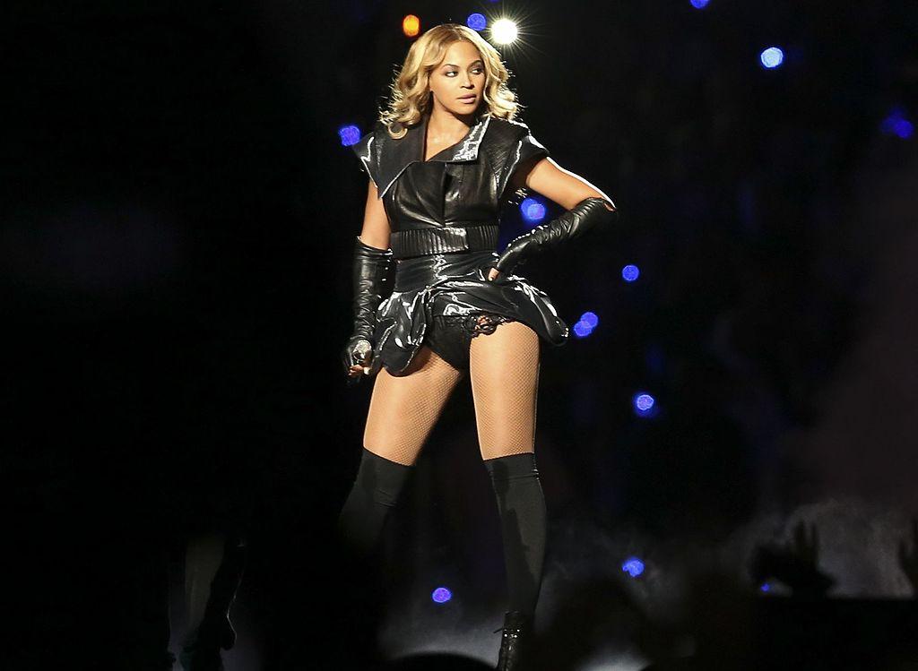 Famous feminist quotes - Beyoncé at Super Bowl XLVII halftime show - women empowerment quotes - women empowering women famous feminist quotes 15 Famous Feminist Quotes to Inspire and Empower Beyonc   at Super Bowl XLVII halftime show 5