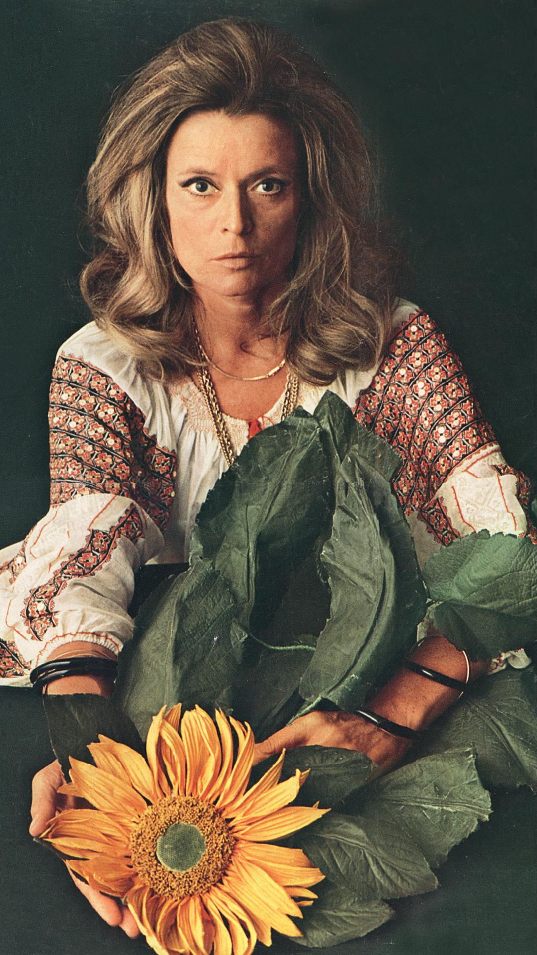 Famous interior designers - Famous female furniture designers - Gabriella Crespi by Oliviero Toscani 1970 - italian female designers - women empowerment famous interior designers Leading Ladies of Design: 20 Famous Interior Designers & Architects Gabriella Crespi Portait by Oliviero Toscani  1970